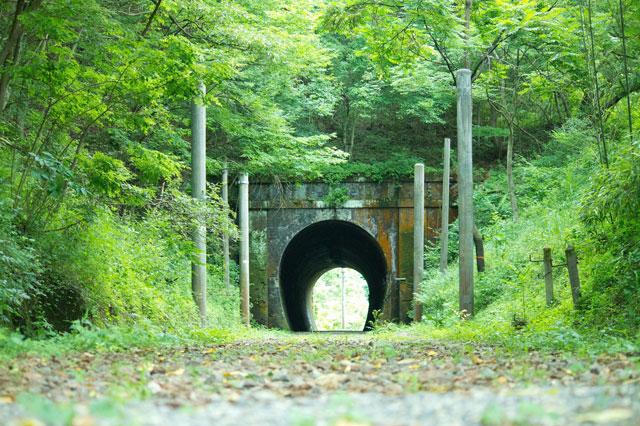 トンネルの向こう側が見えている状態の写真
