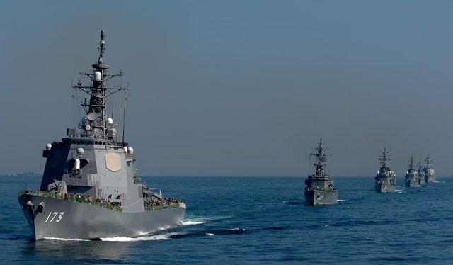 軍艦の写真